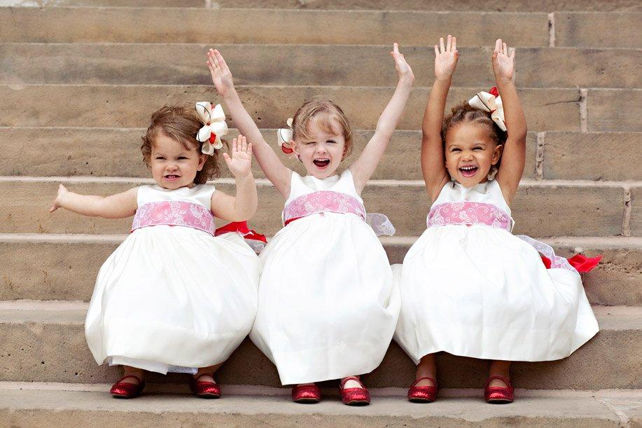 55efdd8391 ... hogy örülnének ha a gyerekek plusz élményt vinnének az esküvőbe és  szeretnék ha elhoznák rokonaik és barátaik őket. Pótolhatatlan egy kis  koszorúslány ...